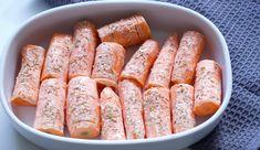 Hasselback gulerødder - Dagens tallerken Sausage, Bread, Ethnic Recipes, Grill, Food, Eten, Sausages, Bakeries, Meals