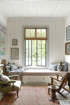 Have you ever seen a window seat you didn't like? In fact, having a window seat is up there at the top of our wish list for the new house, along with a… Elle Decor, Small Living, Living Spaces, Living Rooms, Modern Living, Cottages Anglais, Living Room Designs, Living Room Decor, California Homes