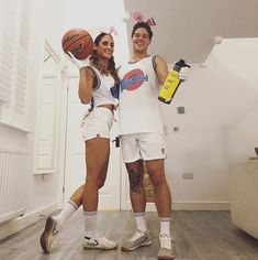 These DIY Halloween costume ideas for couples are just what the doctor ordered! From The Bride of Chucky to Stranger Things, you'll find inspiration in creating Easy Couples Costumes, Original Halloween Costumes, Unique Couple Halloween Costumes, Halloween Kostüm, Halloween Outfits, Diy Costumes, Couple Costumes, Partner Costumes, Zombie Costumes