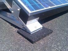 Rubber matje om uw dak te beschermen indien u daar zonnepanelen op plaatst