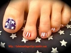Nails for July 4th! Oh I am so going to do this! lol