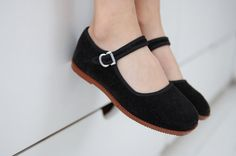 Cute black velvet kung-fu shoes by mien123 on Etsy..........had some of these.....love them.