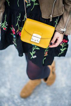 Furla Bag, Sling Bags, Minimalist Fashion, Pouches, Fashion Bags, Miu Miu, Booty, Handbags, Wallet