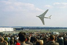 Handley Page Victor at Farnborough air show in England 1960 Military Jets, Military Aircraft, Vickers Valiant, Handley Page Victor, V Force, War Jet, South African Air Force, Avro Vulcan, Navy Aircraft