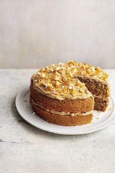 Praline Cake, Hazelnut Praline, Hazelnut Cake, Mary Berry Cooks, Mary Berry Baking, British Bake Off Recipes, Scottish Recipes, British Baking, Occasion Cakes