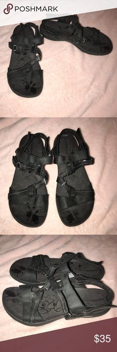 Merrell Sway Black nubuck strapping sandals size 9 Strappy sandals that come with a black color and adjustable velcro straps. The shoes are perfect for hiking around or being outdoors. They are the seats that do have a back strap for the heel. These sandals have been worn before and are still in great condition. Merrell Shoes Sandals