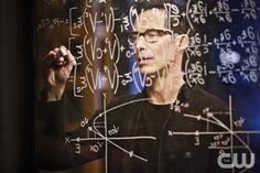 "The Flash -- ""Rupture"" -- Image: FLA220b_0168b.jpg -- Pictured: Tom Cavanagh as…"