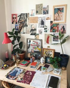 Want to change your living room? Before committing the irreparable, discover the pitfalls to avoid in the layout of the living room. Uni Room, Pretty Room, Room Goals, Aesthetic Room Decor, Home And Deco, Dream Rooms, My New Room, Room Decor Bedroom, Room Inspiration