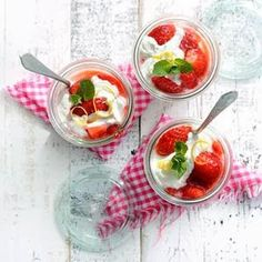 munt-hangop met aardbeien en zest