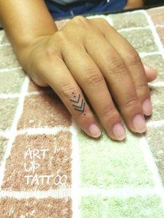 #tattoo #tattoos #tattooart #tattooartist #tattooshop #art #bodyart #ink #finger #タトゥー #タトゥースタジオ #インク #アート #ボディアート #アートアップタトゥー #指タトゥー #ワンポイントタトゥー #矢印 #再生マーク #東京タトゥー #日野タトゥー #祐 #女性 #女性彫師