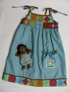 African Doll & Dress to sew! African Dresses For Kids, African Clothes, Crazy Heart, Vintage Sewing Patterns, Sewing Ideas, African Dolls, Handmade Soft Toys, W Dresses, Baby Sewing