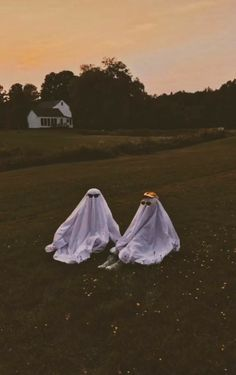 Cute Friend Pictures, Best Friend Pictures, Cute Pictures, Beautiful Pictures, Aesthetic Indie, Aesthetic Photo, Aesthetic Pictures, Halloween Fotos, Ghost Photography
