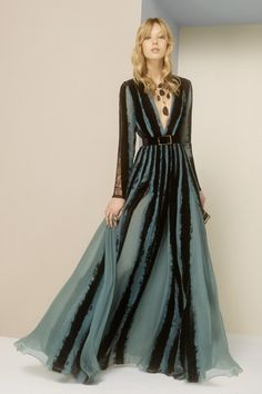 Elie Saab Silk Evening Gown Velvet Dress Size Herbstmode 2018 Elie Saab Black W Blue Silk Chiffon Gown W/ Velvet Inserts Long Formal Dress Size 2 (XS) off retail Fashion Mode, Fashion 2017, Look Fashion, Runway Fashion, Fashion Show, Trendy Fashion, Fall Fashion, Fashion News, Fashion Trends
