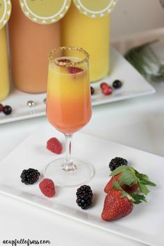 This Sunset Mimosa recipe is perfect for brunch, bridal shower, or girls get together. Make this your signature drink. Party Drinks, Cocktail Drinks, Fun Drinks, Cocktail Recipes, Cocktails, Alcoholic Beverages, Drink Recipes, Tea Party, Navidad