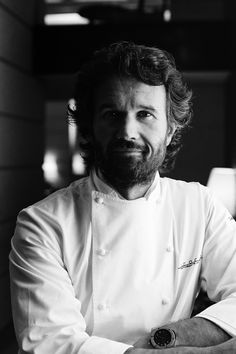 Food & Chef Portrait Photography on Behance - Photography - Poses - Chefs - Photopraphy Business Portrait, Corporate Portrait, Corporate Photography, Photography Business, Corporate Fotografie, Galactik Football, Chef Pictures, Cooking Photography, Restaurant Photos