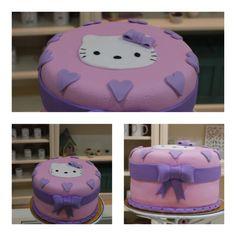 Os mostraremos la tarta decorada con fondant con fueron el toque más dulce del cumpleaños de una pequeña princesa!   Esta tarta de Hello Kitty la rellenamos de Nutella y a todo el mundo encantó