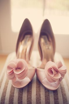 Vintage Pink and Gold Wedding Ideas Blush pink Badgley Mischka wedding shoes - oh so feminine! Pretty Shoes, Beautiful Shoes, Cute Shoes, Pretty In Pink, Me Too Shoes, Gorgeous Heels, Blush Wedding Shoes, Pink And Gold Wedding, Bridal Shoes