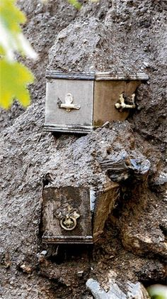 Coffins unearthed by Howth wall collapse. Coffins were exposed by subsidence… Cemetery Headstones, Old Cemeteries, Cemetery Art, Graveyards, Cemetery Statues, Cemetery Monuments, Abandoned Churches, Famous Graves, Catacombs