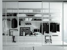 Idée dressing de style minimaliste en noir et blanc