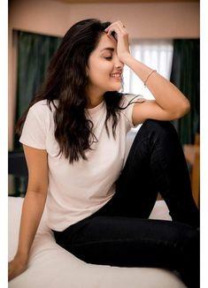 Mahima Nambiar recent photoshoot stills by Camera Senthil Tamil Actress Photos, Indian Film Actress, South Indian Actress, Indian Actresses, Beautiful Girl Indian, Beautiful Girl Image, Beautiful Indian Actress, Stunning Girls, Saree Photoshoot