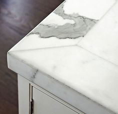 """Kitchen Island Detail Insider tips from Mick De Giulio: """"Picture-framing elements of stone is an ideal use for countertops to make them more artful. The border is created by cutting narrow pieces of the stone and laminating them around the perimeter with Kitchen Corner, Kitchen And Bath, New Kitchen, Kitchen Tips, Kitchen Facelift, Stone Countertops, Kitchen Countertops, Kitchen Island, Kitsch"""