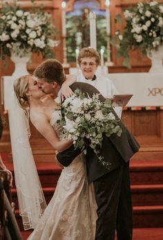 First kiss | Lancaster Pa | Lancaster Wedding | Sarah Brookhart Photography