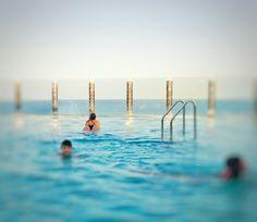 Pues habrá que aprovechar un rato la piscina antes de desembarcar, ¿no? Que las vistas son muy buenas. ;)