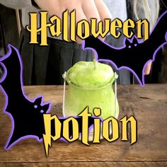 Childrens Halloween Party, Easy Halloween Crafts, Halloween Party Favors, Cheap Halloween, Halloween Snacks, Halloween Cupcakes, Halloween Kids, Cadeau Harry Potter, Harry Potter Potions