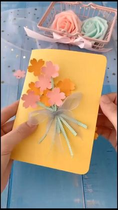 Diy Crafts Hacks, Diy Crafts For Gifts, Diy Crafts Videos, Creative Crafts, Paper Flowers Craft, Paper Crafts Origami, Easy Paper Crafts, Paper Art And Craft, Origami Cards