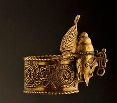 An Aztec gold ring