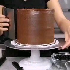 Cake Decorating Frosting, Cake Decorating Designs, Creative Cake Decorating, Cake Decorating Videos, Birthday Cake Decorating, Cake Decorating Techniques, Professional Cake Decorating, Kreative Desserts, Rainbow Food