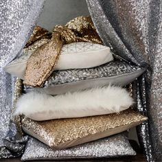 Glitter and sparkle to any neutral colored room looks amazing, i have some gold cushions that look amazing in my room My New Room, My Room, Orange Braun, Sweet Home, Hm Home, Home Interior, Home Accessories, Decorative Pillows, Bedroom Decor