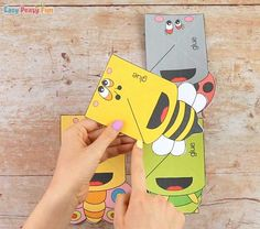 Bugs Corner Bookmarks With Template - Easy Peasy and Fun Snow Globe Crafts, Corner Bookmarks, Spring Crafts, Easy Peasy, Easter Crafts, Homework, Ladybug, Bugs, Origami