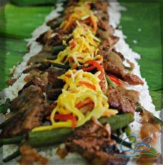Boodle fight ready #campbenjamin #monsresto #Food #Instalike #photooftheday Pinoy Food, Filipino Food, Filipino Recipes, Boodle Fight Party, Military Food, Filipino Culture, Boodles, Banana Leaves, Food Service