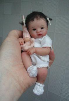 Kids from Kim van de Wetering (doll). Tiny Dolls, Cute Dolls, Dollhouse Dolls, Miniature Dolls, Antique Dolls, Vintage Dolls, Silicone Dolls, Baby Fairy, Clay Baby