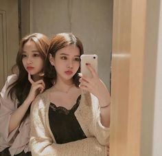 Find images and videos about girl, couple and friends on We Heart It - the app to get lost in what you love. Ulzzang Korean Girl, Ulzzang Couple, Best Friend Pictures, Friend Photos, Couple Girls, Yuri, Bff, Best Friend Couples, Korean Best Friends