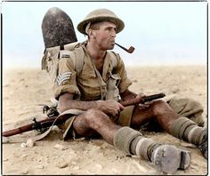 ..1942 : New Zealand Army Sergeant Ian Thomas of 6th Infantry Brigade, 2nd NZEF smoking a pipe during the North African Campaign in Egypt