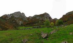Tras dejar atrás la foz , se abre ante nosotros una de las más bellas majadas asturianas.  La majada de Melordaña (1.220 m.) http://losdelasclaras.blogspot.com.es/search/label/Purupintu