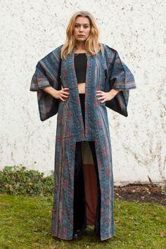 ☽ DESCRIPTION ☾ °°°°°°°°°°°°°°°°°°°°°° - Amazing vintage floral floor lenght Asian kimono   ☽ M E A S U R E M E N T S ☾ - taken flat °°°°°°°°°°°°°°°°°°°°°°°°°°°°°°°°°°°°°°°°°°°°°° SHOULDER TO SHOULDER: 57 cm LENGHT: 152 cm CHEST: 61 cm SLEEVELENGHT: 51 cm SLEEVEWIDTH: 46 cm   ☽ I N F O R M A T I O N ☾ °°°°°°°°°°°°°°°°°°°°°°°°°°°°°°° SIZE: S ERA: 70s COLOUR: Blue ☽ C O N D I T I O N ☾ °°°°°°°°°°°°°°°°°°°°°°°°° Great!  ☽ FOLLOW US ☾ °°°°°°°°°°°°°°°°°°° FACEBOOK: DERUNDER VINTAGE INSTAGRAM…