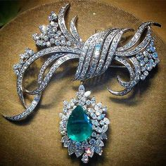 Stunning  Emerald and diamond  brooch