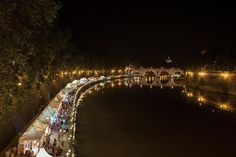 Every summer, the banks of the Tiber become a lively spot during the evening.
