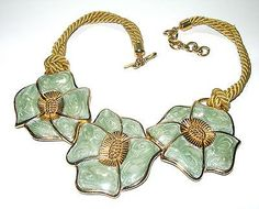 LARGE VITNAGE GREEN ENAMEL GOLD TONE MONET SIGNED FLOWER NECKLACE HUGE CHUNKY!