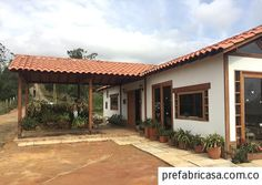 Galeria 2 - casas prefabricadas | prefabricasa.com.co #Rustico Old House Design, Home Porch, Spanish House, Patio, Backyard, Beautiful Space, Tiny House, Architecture, House Styles