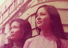 Ái Vân (phải) và ca sĩ Minh Thìn, đoàn Bông Sen tại Saigon năm 1975.