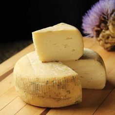 Get Started Making Aged Cheese With A Simple Farmhouse Wheel Cheese Recipe, Perfect For Making At Home With Few Specialized Tools. This Is A Great Recipe For First-Time Cheesemakers Https:Loom. Berry Smoothie Recipe, Easy Smoothie Recipes, Cheese Recipes, Real Food Recipes, Snack Recipes, Cinnamon Cream Cheese Frosting, Cinnamon Cream Cheeses, Charcuterie, Aged Cheese