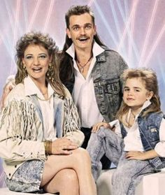 Yeah, there's nothin' quite like a trip through the old' family photo album. As these awkward family photos will attest to, bad family photos are hidden in all Darwin Awards, Funny Family Photos, Funny Photos, Bad Photos, Hilarious Pictures, Videos Funny, Photoshop Fails, Poorly Dressed, Joe Dirt