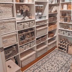 So beautiful and functional pantry by @dusk2illdawn Kitchen Organization Pantry, Home Organisation, Pantry Ideas, Organization Ideas For The Home, Organising Ideas, Pantry Shelving, Refrigerator Organization, Pantry Storage, Kitchen Storage