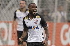 Autor de 12 gols no Brasileiro, Love foi alvo de injúrias raciais no Twitter
