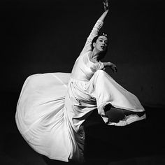 Harvey Oral History: Falling in Love with Modern Dance: Martha Graham Martha Graham, Straight Photography, Art Photography, Barbara Morgan, Nickolas Muray, Merce Cunningham, Oral History, Dance Quotes, American Modern