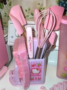 I want a Hello Kitty kitchen utensil holder in my kitchen! Hello Kitty House, Hello Kitty My Melody, Hello Kitty Items, Sanrio Hello Kitty, Hello Kitty Things, Hello Kitty Merchandise, Fran Fine, Utensil Set, Utensil Holder